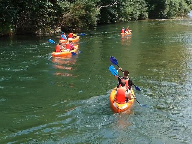 Canoas bajando el río Sella