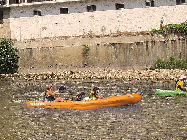 La divertida experiencia de bajar el Sella en canoa con niños