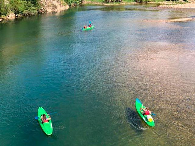 Canoas en el río Sella. información para bajar el Sella en canoa